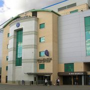 640px-Stamford-Bridge,WestStand_entrance,_day